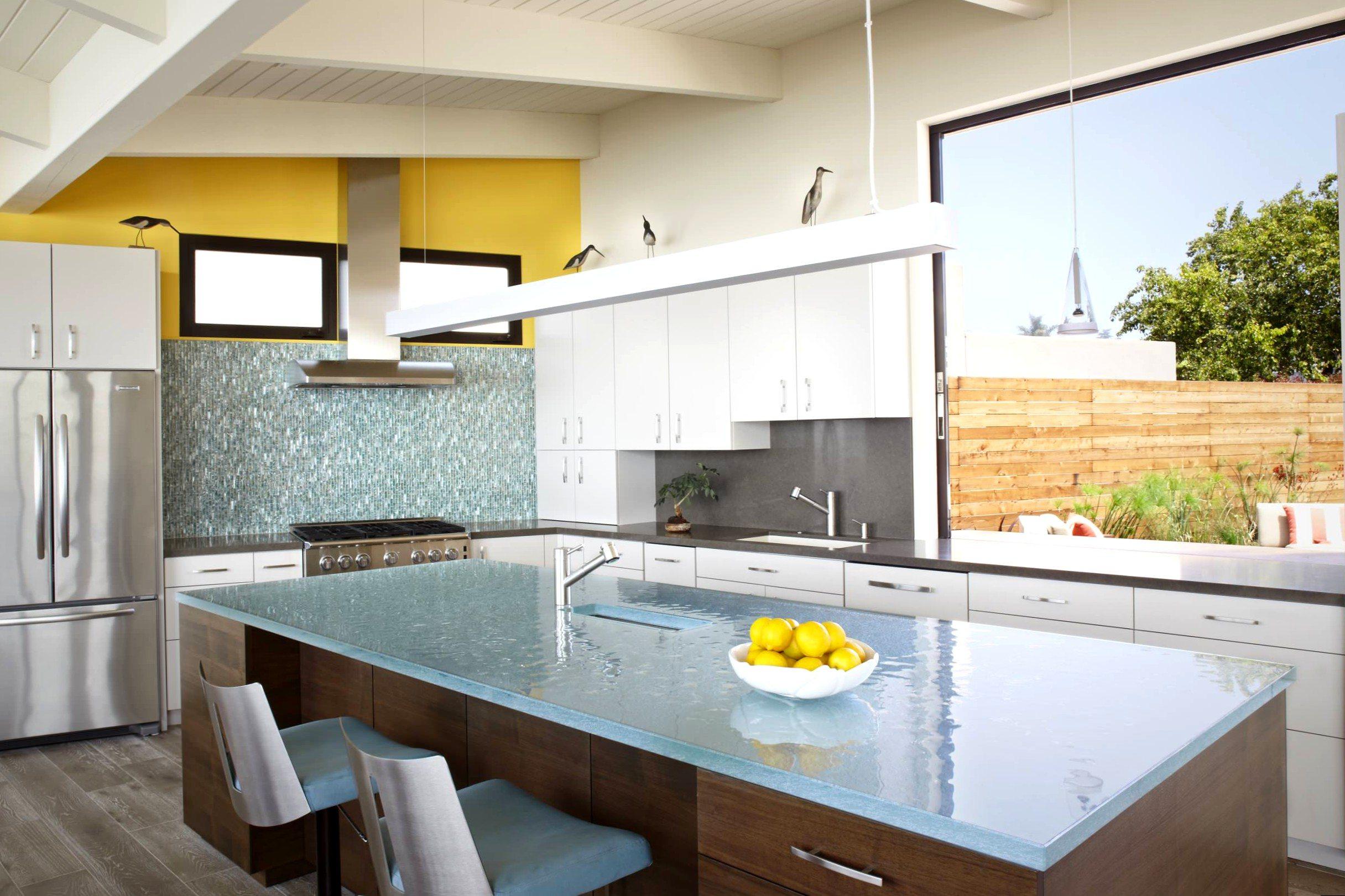 всего используется стеклянные столешницы для кухни фото реальном