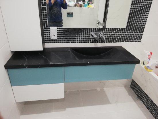 Столешницы из искусственного камня в ванную комнату:Ванная комната