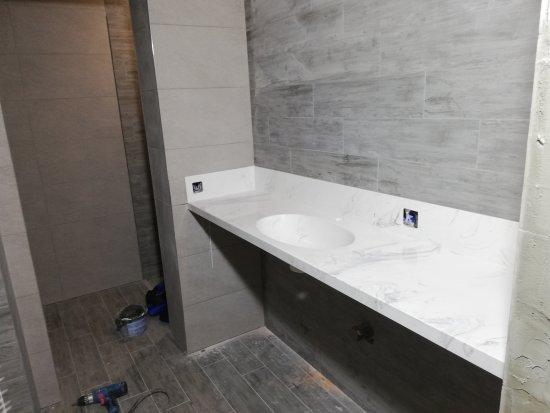 Умывальник из искусственного камня для ванной комнаты:Ванная комната
