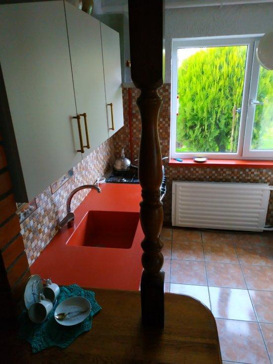 Оранжевая столешница из искусственного камня на кухню:г. Брест